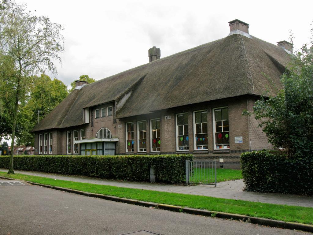 De Rietendakschool - wie zou er niet op zo'n mooie school hebben willen zitten?
