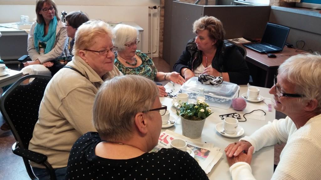 Sylvia Finke (tweede van rechts) is ook vaak aanwezig bij de koffieochtend op dinsdag! Ook dan kunt u haar aanspreken met al uw vragen!