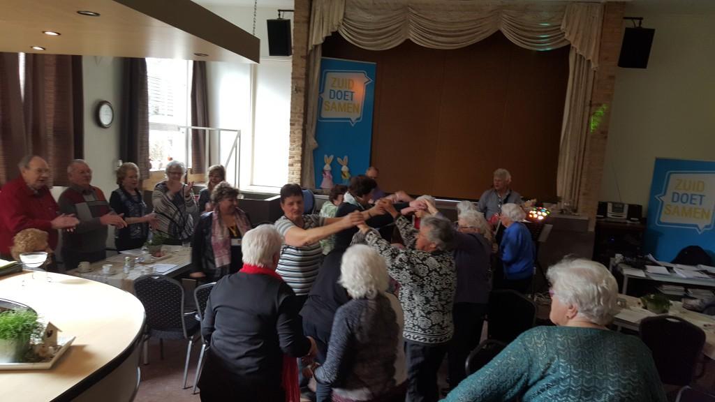 Gezellig samen in beweging tijdens de ouderendisco!