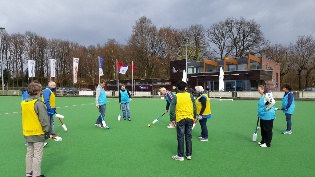 Samen een potje knotshockey spelen bij HC Ares!