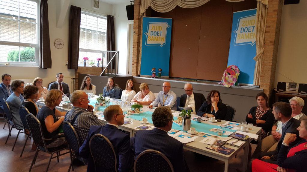 Tweede Kamerleden, andere politici, medewerkers van Zuid Doet Samen en medewerkers & studenten vanuit het Hoornbeeck College gingen met elkaar in gesprek.