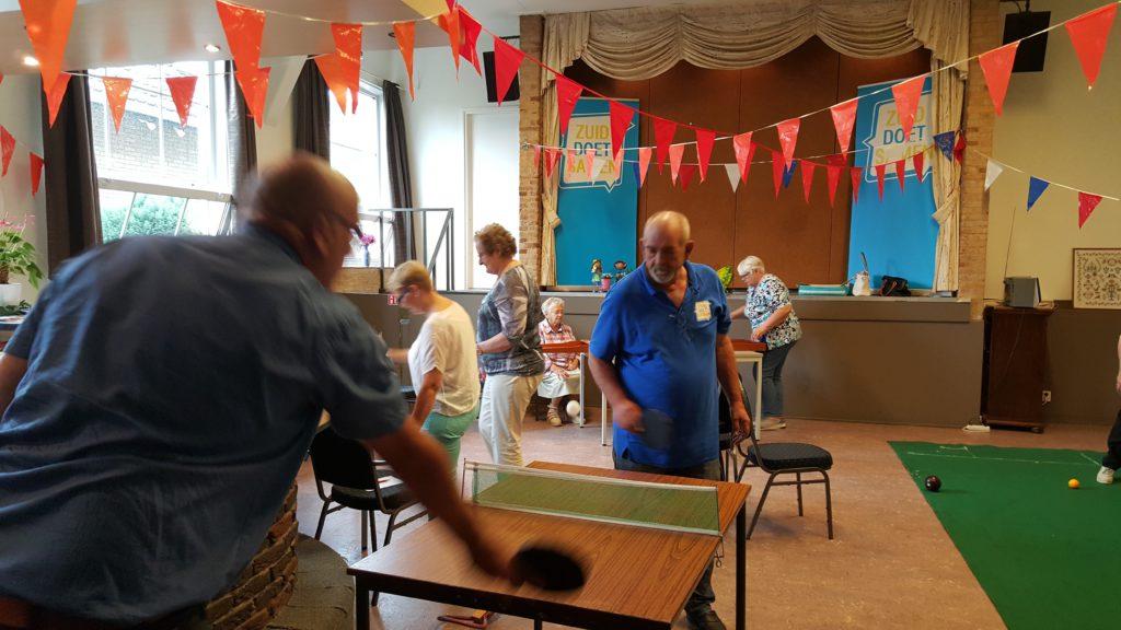 Veel buurtbewoners kwamen langs en genoten van de leuke activiteiten!