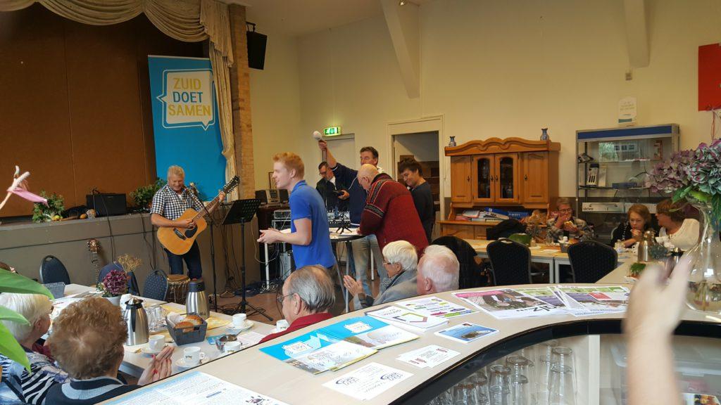 Iedere tweede vrijdag van de maand maken onze buurtassistenten buurtradio, live vanuit Ons Honk op RTV Apeldoorn.