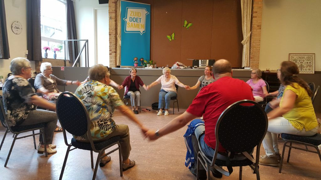 De lessen zitdans zorgen elke keer voor veel gezelligheid!